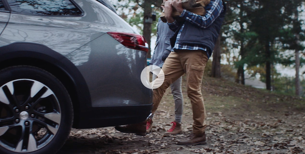 Video of a person using the hands-free tail liftgate available for the Buick TourX.