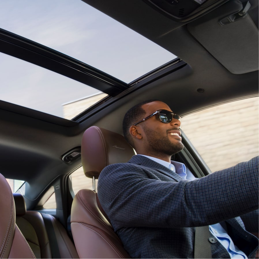 2018 LaCrosse Avenir full-size luxury sedan moonroof.