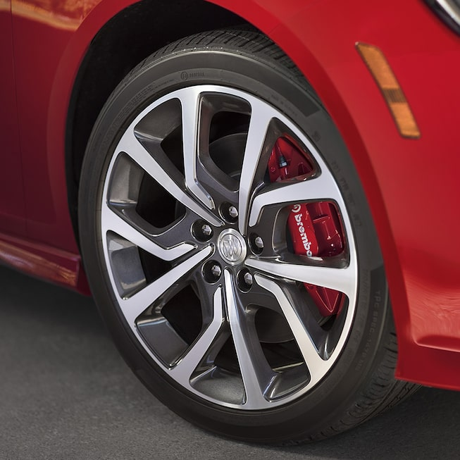 2018 Regal GS luxury sedan exterior wheels.