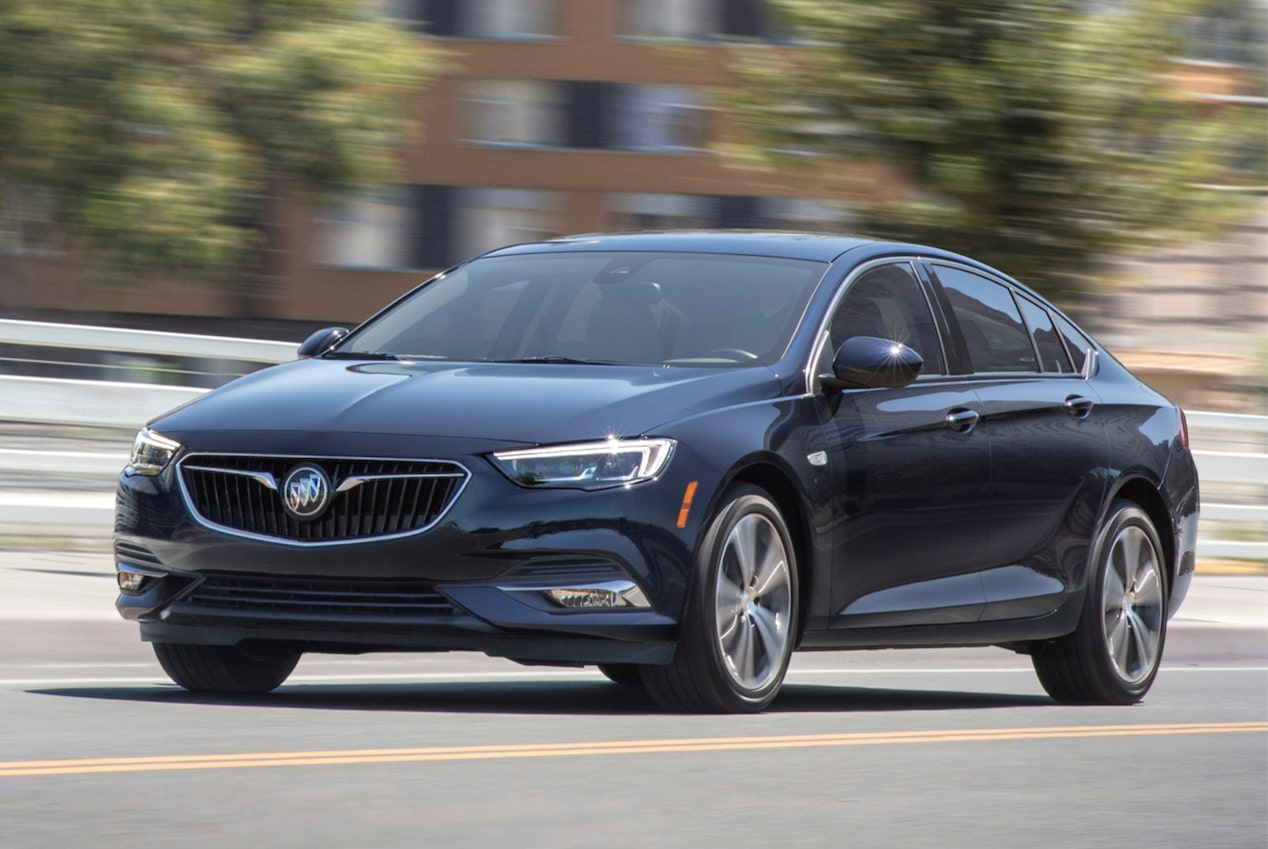 Image showing key features of the 2018 Buick Regal Sportback mid-size luxury sedan.