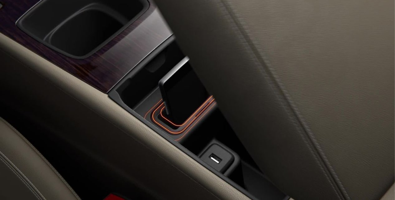 Video showing connectivity features of the 2018 Buick Regal TourX luxury wagon.