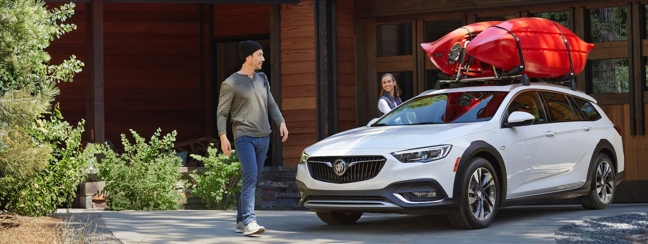 Masthead image for exterior features of the 2018 Buick Regal TourX luxury wagon.