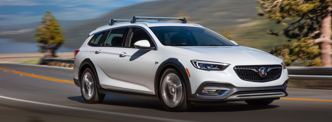 Masthead image for the 2018 Buick Regal TourX luxury wagon.