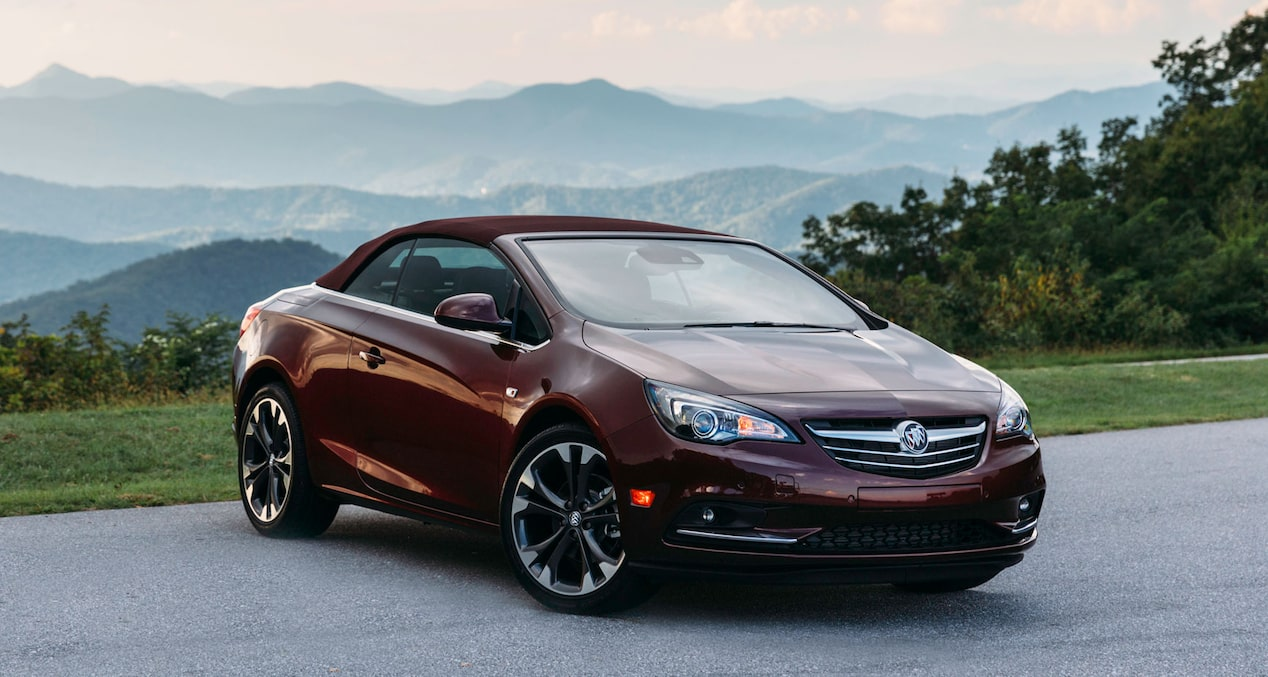 Image showing key features of the 2019 Buick Cascada luxury convertible.