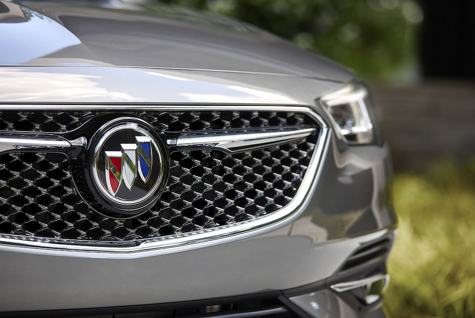 2019 Buick Regal Avenir Sportback Luxury Sedan: Grille