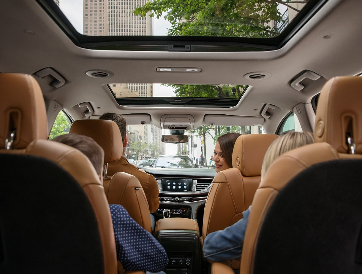 Image showing key features available for the 2019 Buick Enclave mid-size SUV.