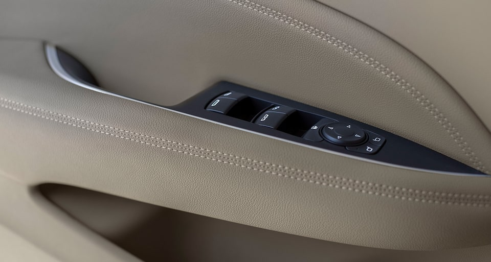 2019 Regal TourX Door Panel Controls
