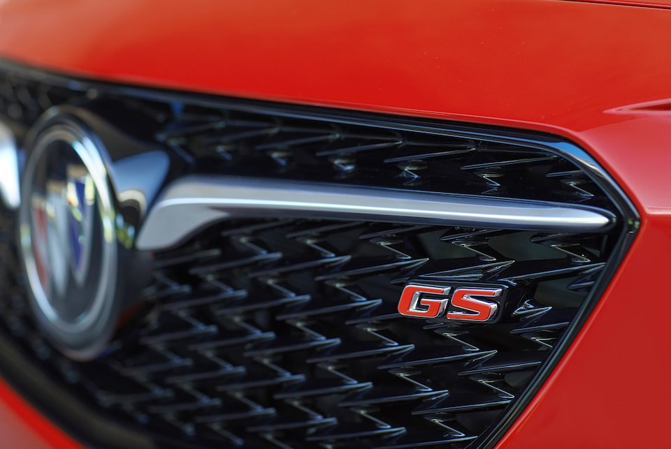 2020 Buick Regal GS Mid-Size Luxury Sedan: sport mesh grille with piano black finish closeup