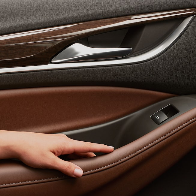 2020 Buick Enclave mid-size luxury SUV MOV Gallery arm rest