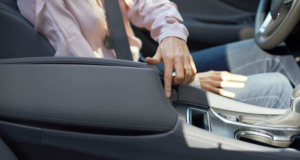 2020 Buick Envision Compact SUV Center Console