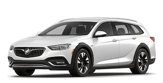 Jellybean image showing the 2018 Buick Regal TourX luxury wagon in white frost tricoat.